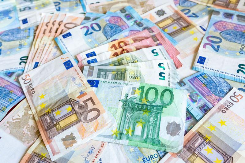 Tiền mang theo khi du học tại Tây Ban Nha